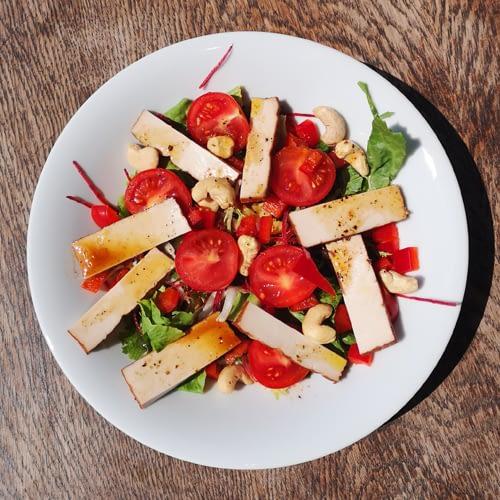 Sałatka z wędzonym tofu przepis Magdalena Włodkowska